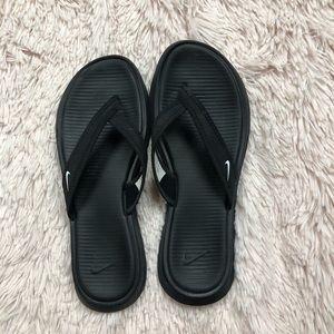 💛5/$25💛 Nike women's black flip flop size 8